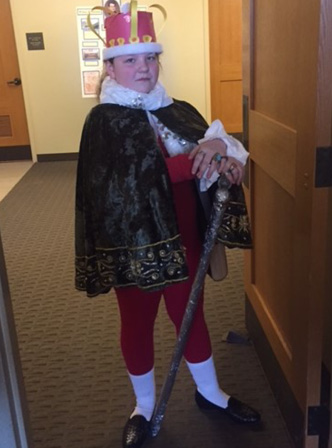 Young Sofia dressed up as King George