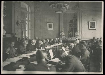Image 1: Versailles—Réunion du comité interalliés, [1919], Photo by Helen Johns Kirtland, Library of Congress