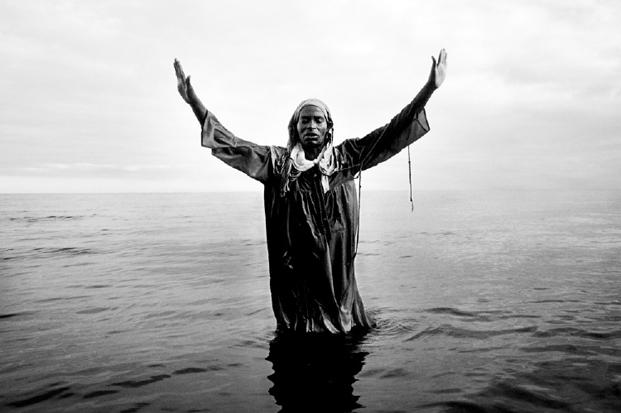 Paul Weinberg, Baptism, Nyaka Island (1999).
